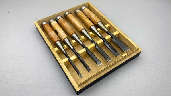 Set Of 6 Japanese Made Bevel Edge Chisels In Good Condition Come In Wooden Box